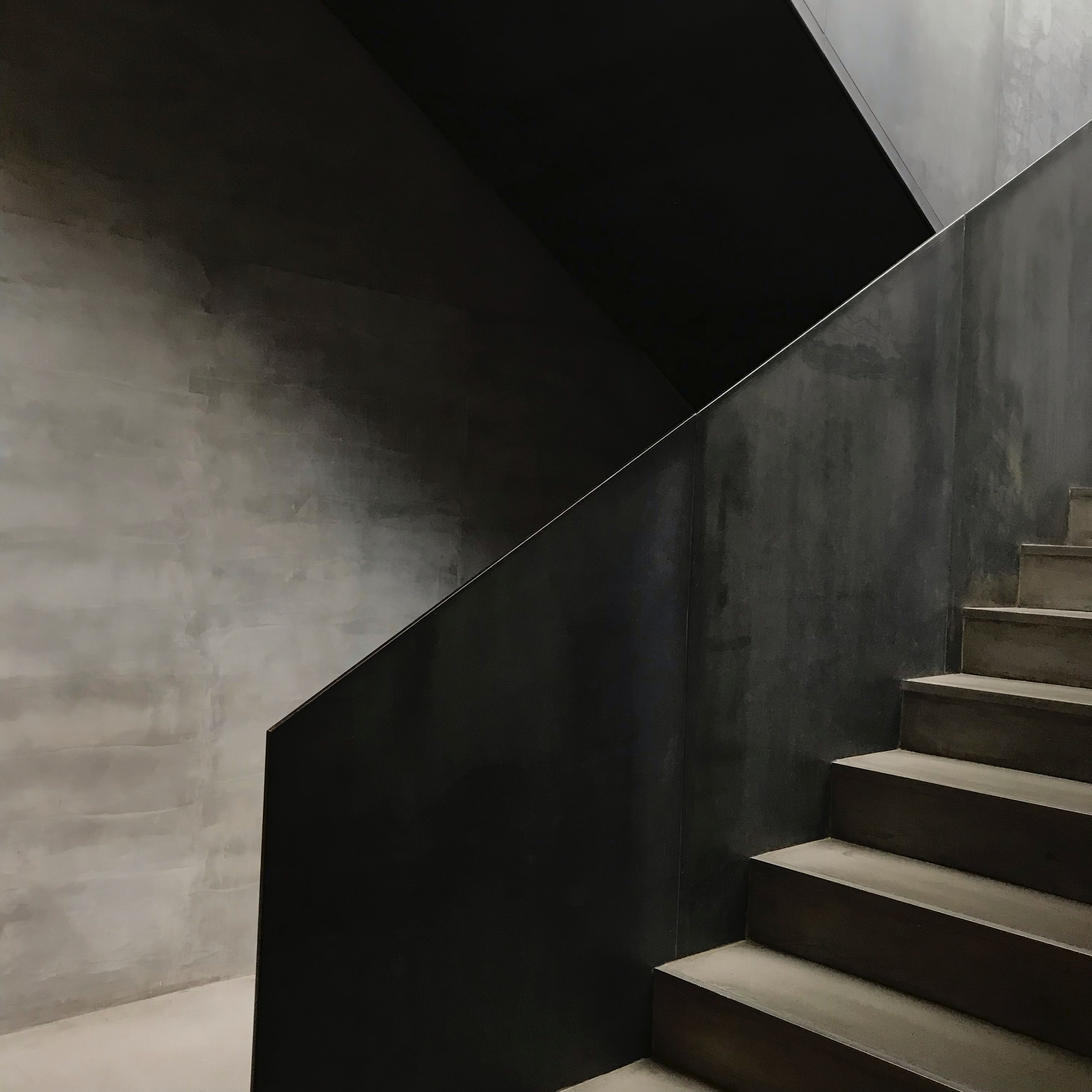 Blaty kwarcowe na schody wewnętrzne jak i zewnętrzne
