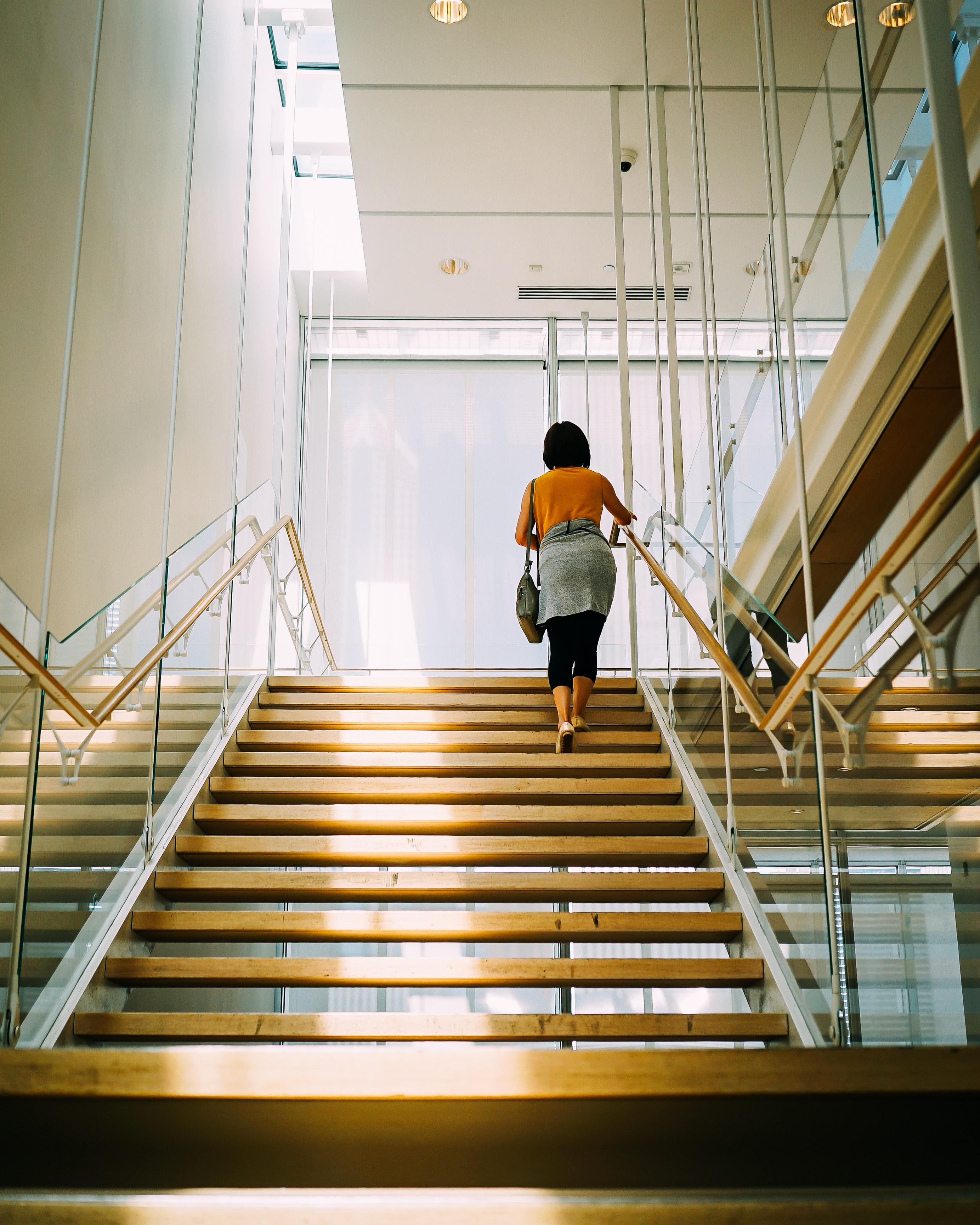 Blaty kwarcowe na schody podwieszane