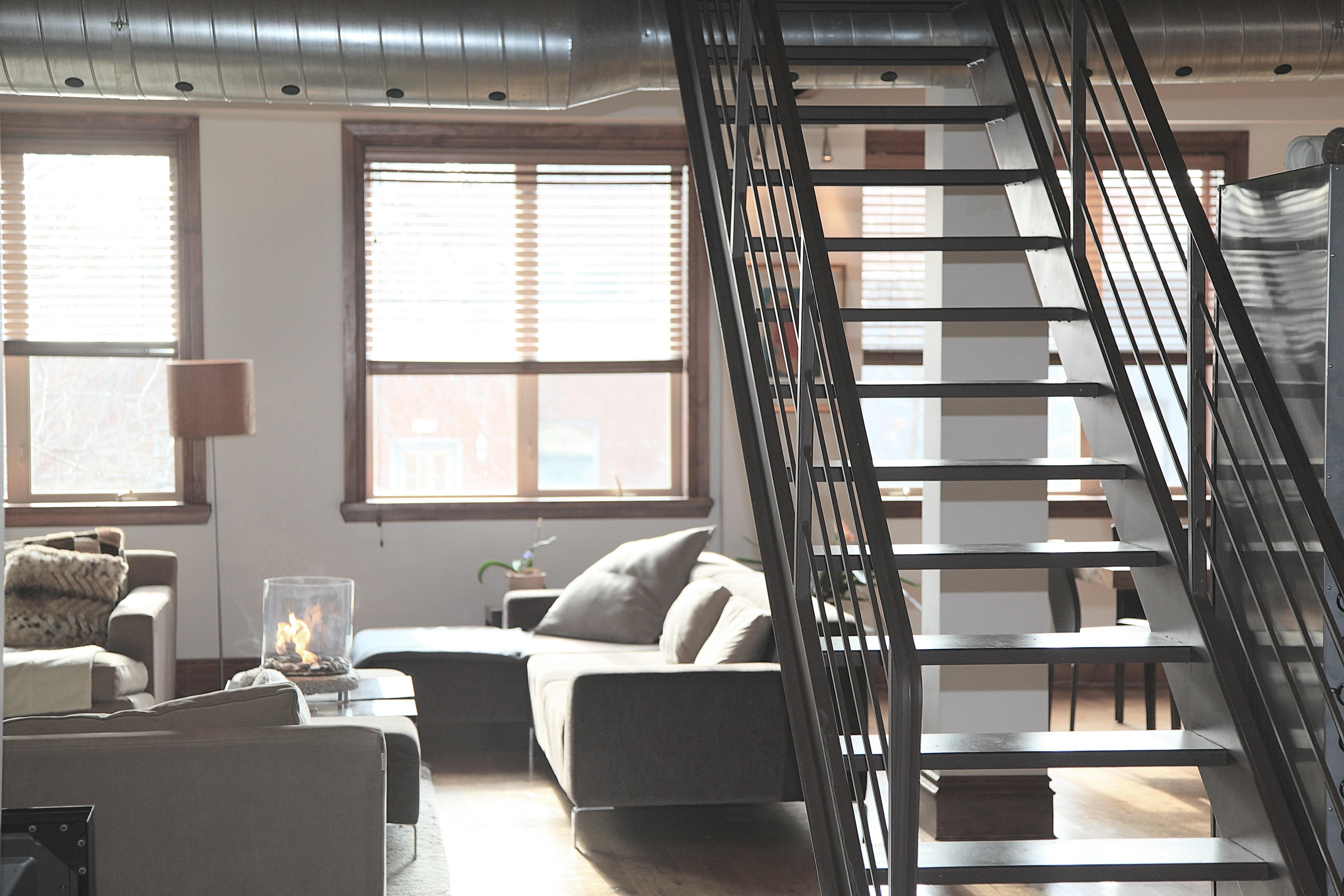 Spieki kwarcowe Laminam, Kerlite - Blaty kwarcowe na schody podwieszane